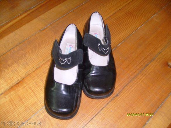 Кецове ,черни лачени бели и розови обувки