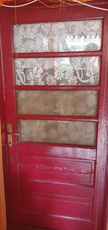Uși din lemn masiv cu geamuri