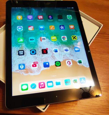 iPad 5, 32gb, A1822, 9,7 inch, wi-fi, husă, impecabil