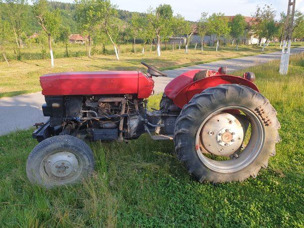 Vând Tractor Massey Ferguson
