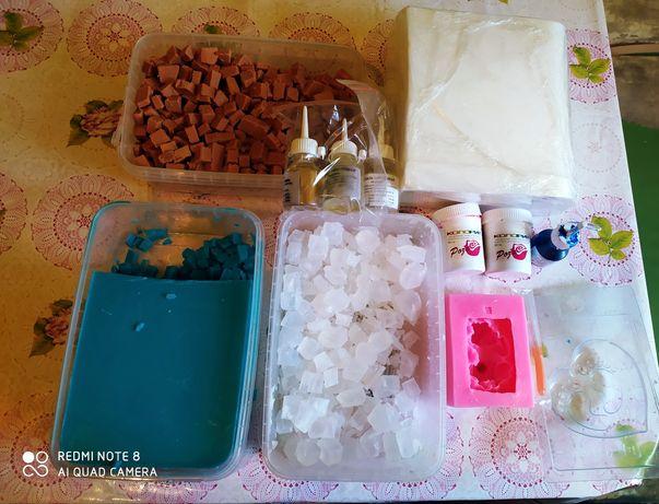 Продам основы на мыло , красители и формы за 12.000