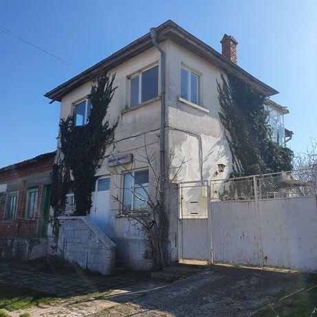 Къща на два етажа