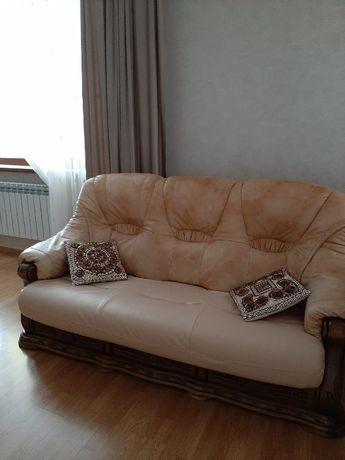 диван раскладной и пуфик обивка кожа цвет светло коричневый