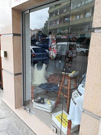 Стъклени витрини 6 броя за магазин или офис