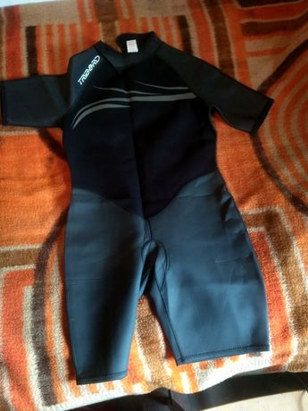Неопренов костюм за каране на сърф