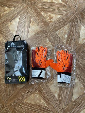 Продам вратарские перчатки новые