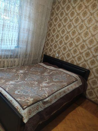Продам кровать 2-спальную,стол и стулья