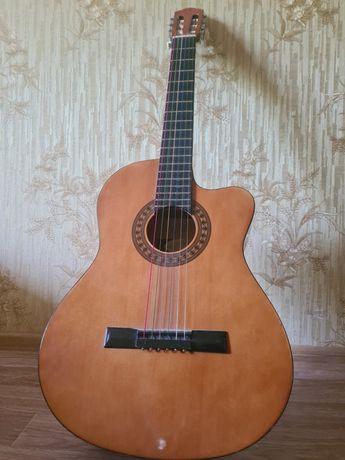 Акустическая гитара продам в отличном состояние