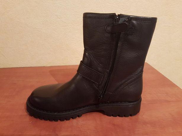 Демисезонную обувь Callucci (Italy) Размер - 32,33,35