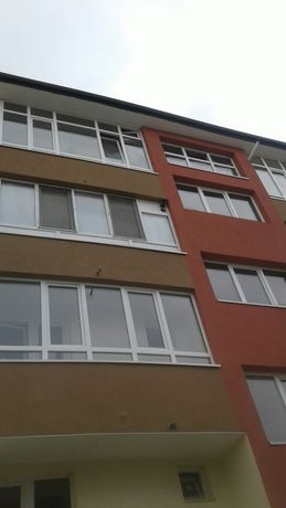 Продавам заменям тристаен апартамент в центъра на Ботевград пресно сан