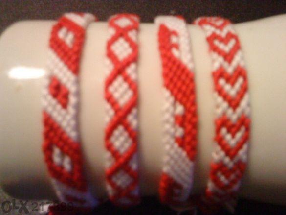 Продавам ръчно плетени гривни и мартеници