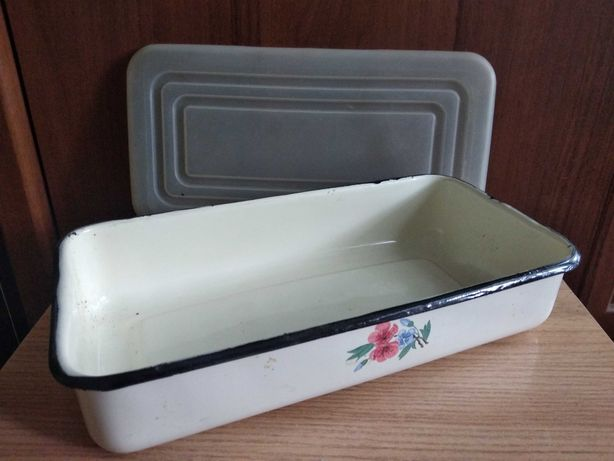 Эмалированная посуда для холодца и иных блюд