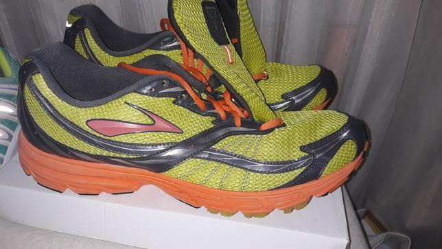 Adidasi 48.5 brooks fuel the fire