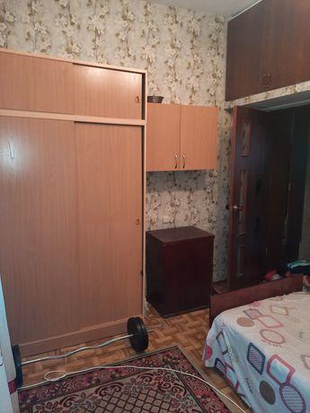 Сдается комната на одного человека в трехкомнатной квартире.