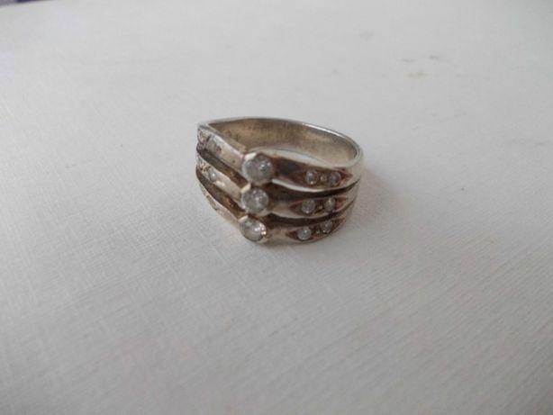 Inel vechi din argint cu pietre albe 1