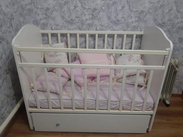 Детская кровать с матрцам
