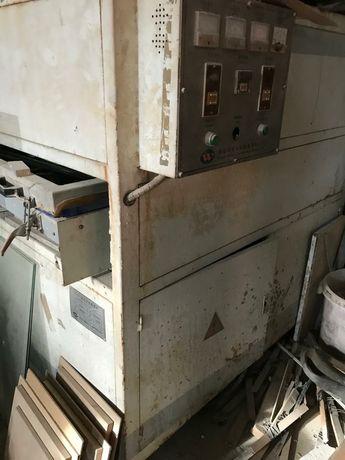 Прессавтомат - вакуумный станок.