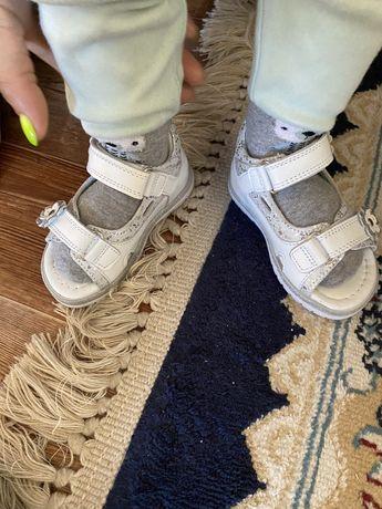 сандали детские новые