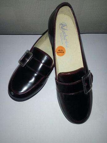 Стильные кожаные туфли лоферы для девочки. Размер 35