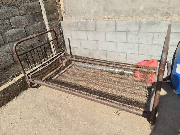 Металический кровать