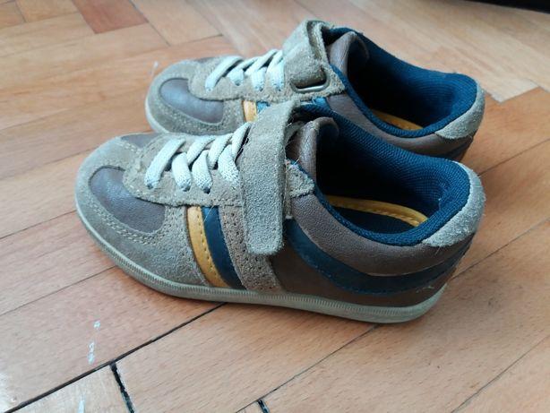 Pantofi piele foarte calitativi.