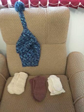 Ръчно плетени детски чорапи и друго