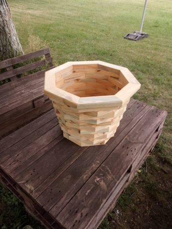 Продавам ръчно направена дървена саксия