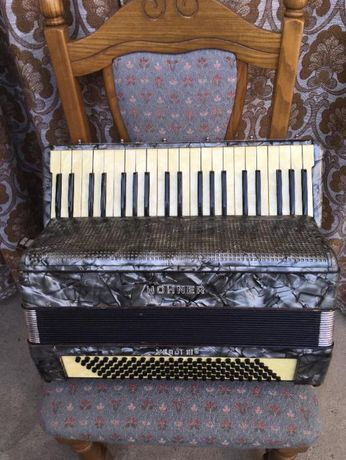 De vinzare acordeon Hohner Verdi 3B