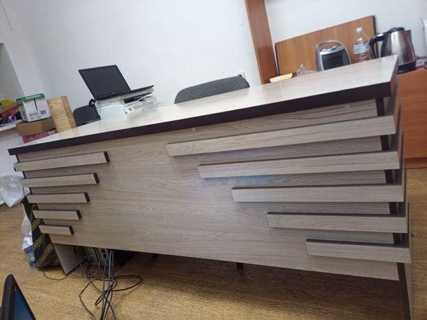 Стол офисный, крепкий, с тумбой