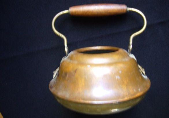 Декоративен бронзов чайник за цветя