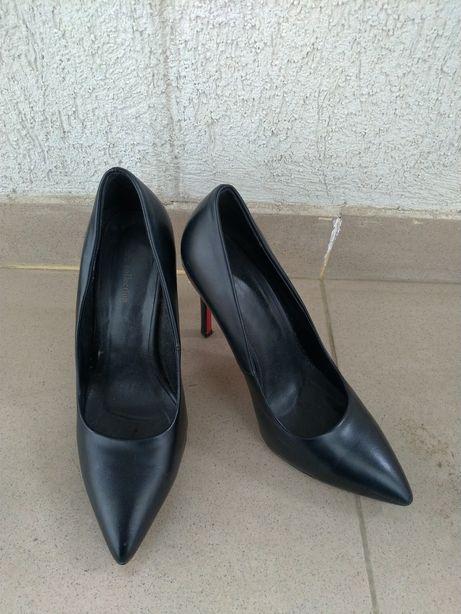 Pantofi negri, din piele
