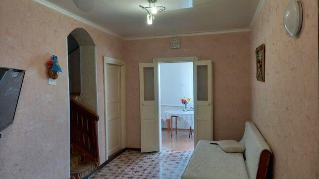Дом, коттедж в с. Еленовке, 1.5 уровня, благоустроенный