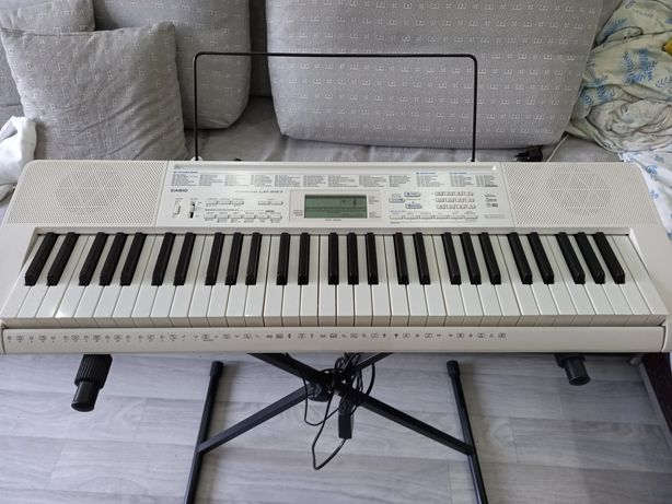 Продам синтезатор электронную
