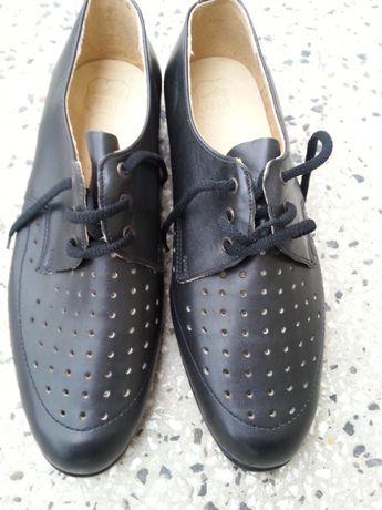 Черни мъжки обувки