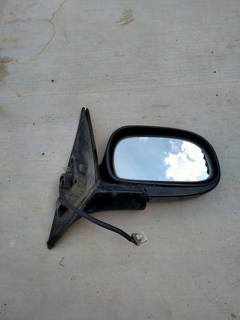 Боковое правое зеркало