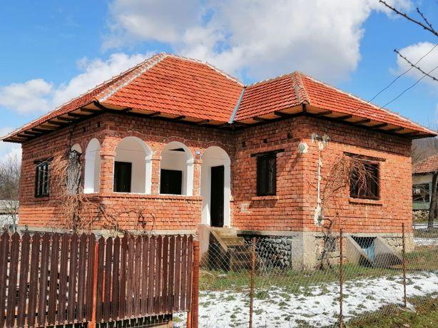 Vand casă Stroești-Argeș,pe Valea Vâlsanului,zonă de deal spre munte!