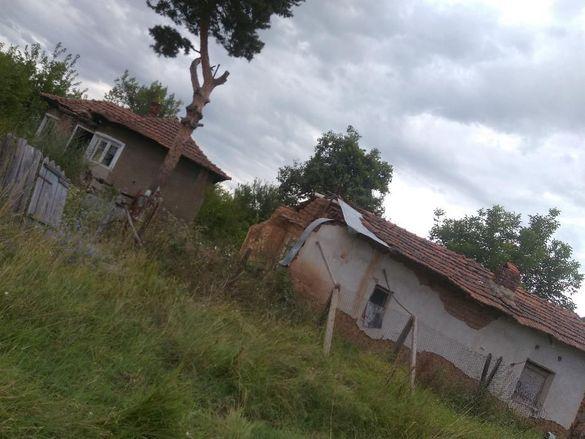 Продавам място със стара къща в Брусарци