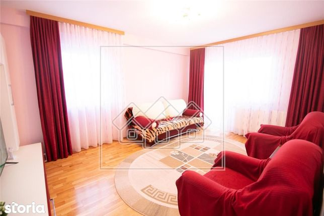 Ap cu 2 camere si 2 balcoane, mobilat si utilat situat in C. Cisnadiei