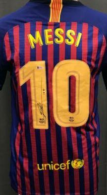 Vand tricou FC Barcelona semnat LEO MESSI