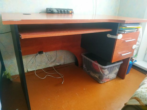 Письменный компьютерный стол, кресло