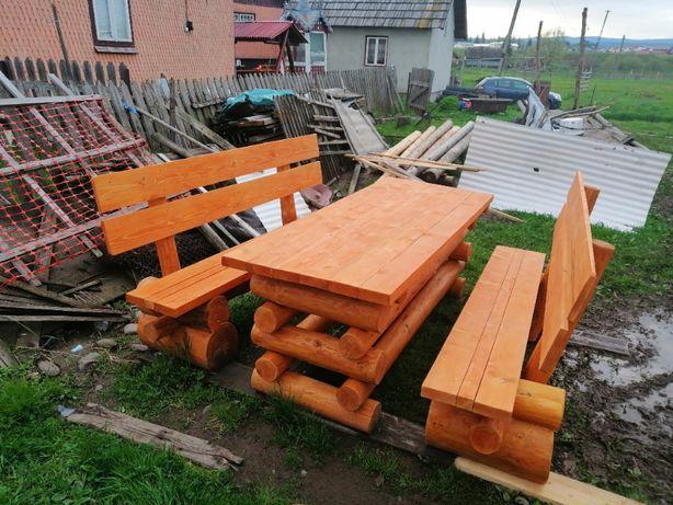 Masa si banci din lemn rotund