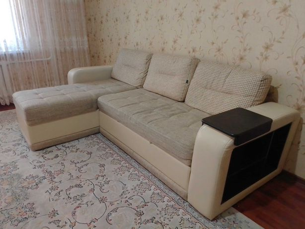 Раскладной угловой диван с подушками