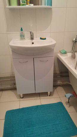 Шкаф и зеркало в ванную комнату