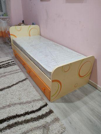 Кровать,комод,шкаф