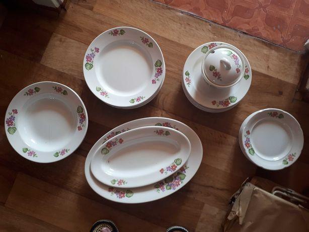 Тарелки и блюдца от столового сервиса фарфор