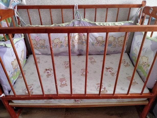 Детская кроватка с бортиком и матрасом