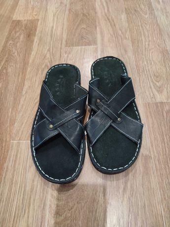 Продам тапочки кожаные