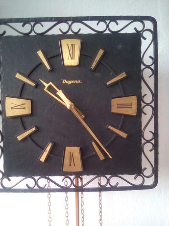 Стенен часовник за лятно време