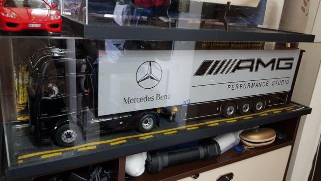 Unicat camion TIR Actros 2020 1:18 NZG + semiremorca Mercedes AMG