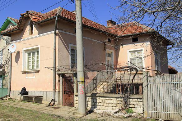Продава къща в село Камено поле